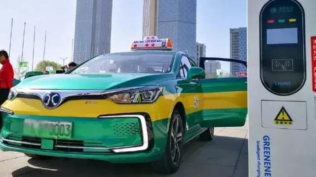 多项利好政策年内施行,以后新能源车都能免停车费了?