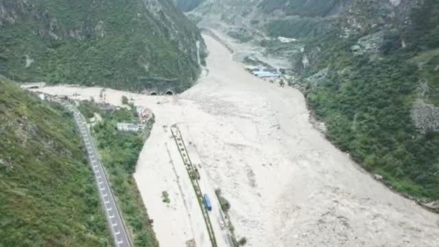航拍四川汶川泥石流受灾现场 多处道路被毁 已致7人遇难24人失联