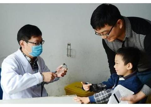娃反复咳嗽,心大的父母煮梨水,儿科医生:聪明的父母懂得这样做