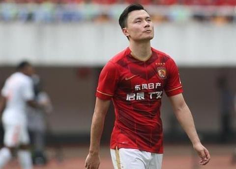 卫冕冠军恒大5比0大胜天津权健!但恒大有位球员怎么都高兴不起来