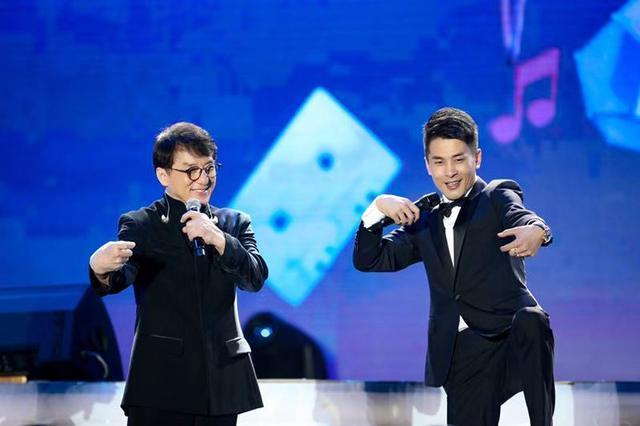 成龙、王力宏、邓紫棋亮相818从辛出发演唱会