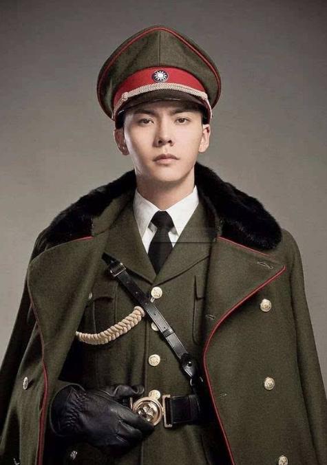 杨洋的军装,陈伟霆的军装,吴亦凡的军装,却都输给了他的军装?