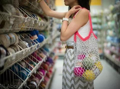 钩一个镂空编织袋,上街买菜特别方便,太实用了
