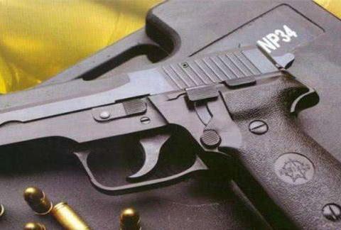 各国为何不给普通士兵配发手枪?老兵给出答案:用处不大