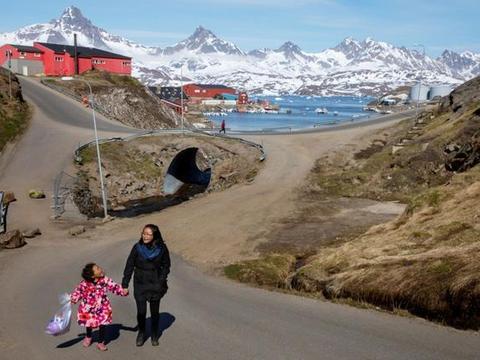 """购格陵兰岛盖""""金色饭店""""?地产商总统承诺:不建""""特朗普大厦"""""""