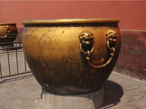 故宫里的水缸那么多,到底有什么用处?里头的水为何从不会结冰?
