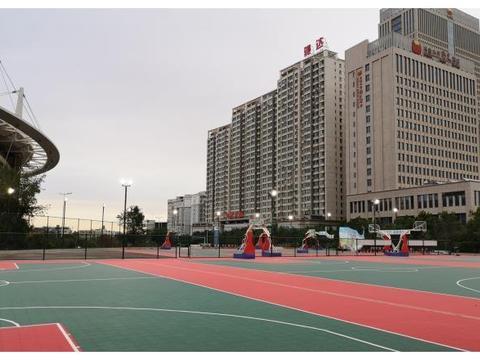 外媒爆料中国男篮大名单!体育场馆专用灯对比赛有何影响?