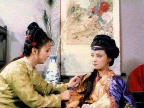 王熙凤四个陪嫁丫环,三人长的不错,但被打死一个送走两个