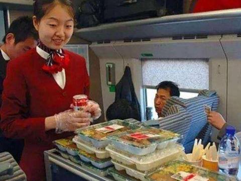 飞机餐、动车餐都有人吃,为啥火车餐没人吃?列车员无奈说出实情
