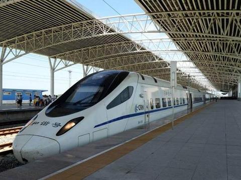 巴基斯坦游客来中国玩,对高铁各方面都满意,唯独这两点无法接受
