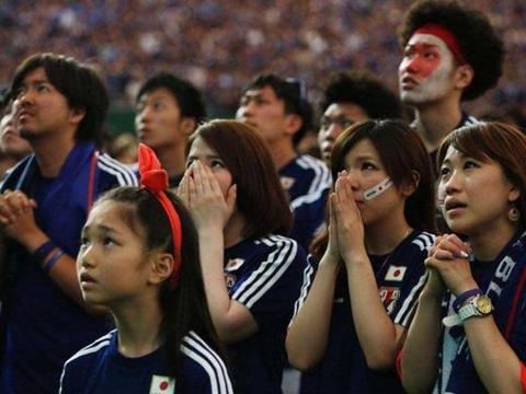 羡慕嫉妒!国足归化埃尔克森让日本球迷坐不住,日本有神锋恐惧症