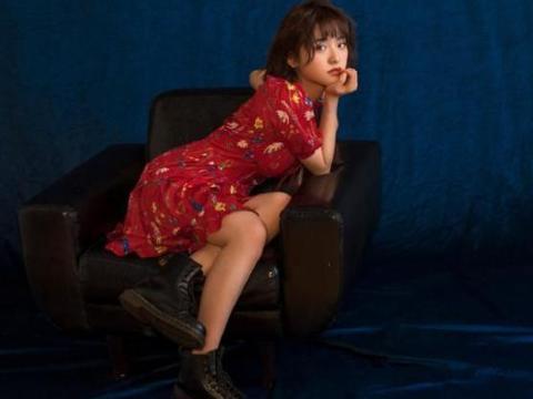 """日系风最佳代言人,娃娃领衬衣搭配短裙,纤细""""漫画腿""""实力抢镜"""