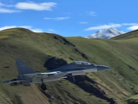 中国第二强战机亮相,挂实弹超低空飞过峡谷,多任务能力超过歼20