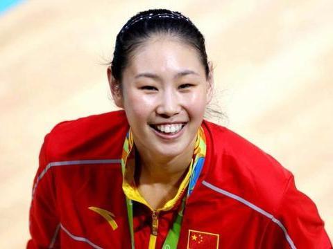 遭3任女排教练弃用的球员,如今是球队主力,郎平亲口中的宝贝