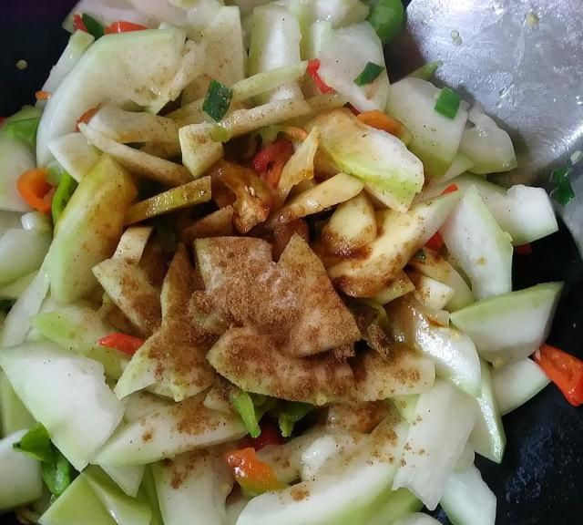 小飞这么炒葫芦瓜,真好吃,营养丰富又美味,老人小孩都喜欢