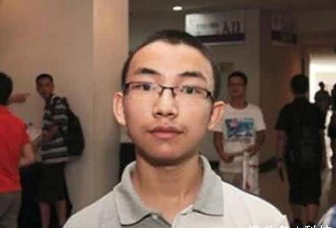 """他是天才神童,13岁参加高考圆梦清华,校长评价他""""少年老成"""""""
