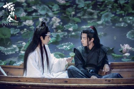 《陈情令》庆功宴肖战王一博再度同框!两人的暖心互动让大家泪目