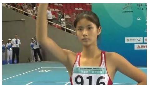中国田径最强中学生,生理期破记录,两大名校争相抢她