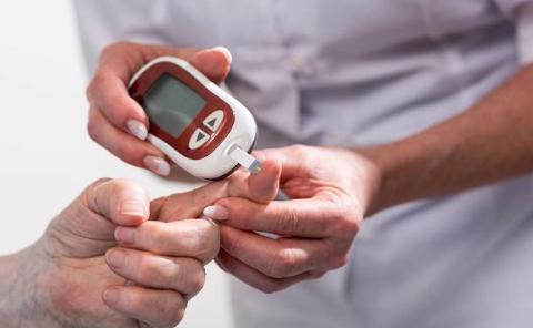 糖尿病人牢记4个饮食要点,血糖不会噌噌往上涨