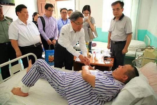 中国游客老挝车祸涉事旅行社:部分家属已启程赴事故发生地