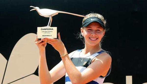 父亲去世后,阿尼西莫娃退出了美国网球公开赛