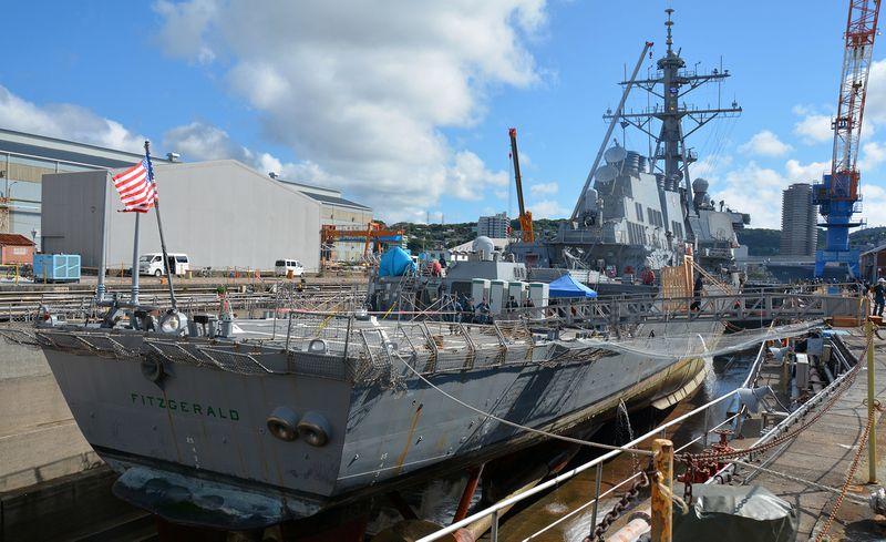"""在日本横须贺港干船坞中等待维修的""""菲茨杰拉德""""号。(图自该报告)"""