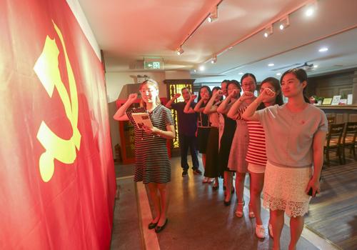 人民网上海频道党支部与静安区党建服务中心开展主题党日活动