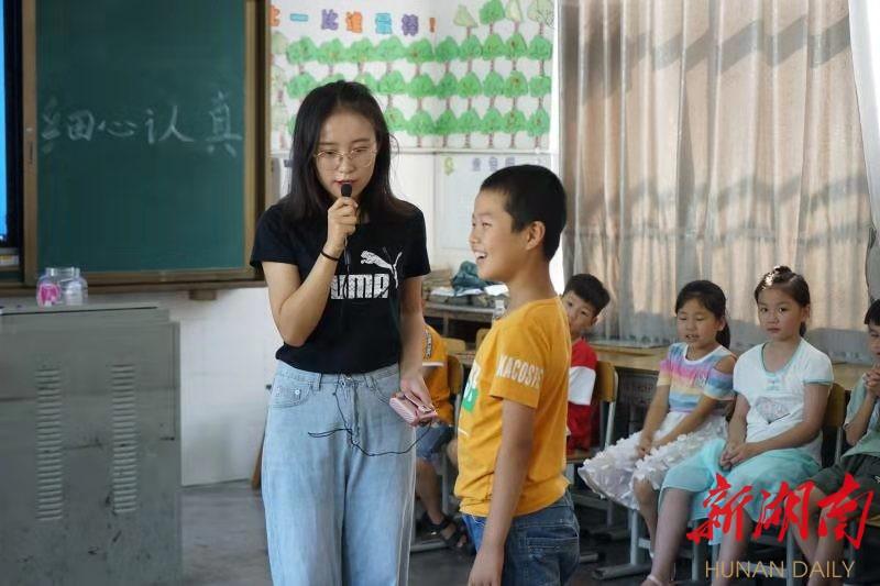 """中南学子""""三下乡"""" 为安化山区学子送去创意课堂"""