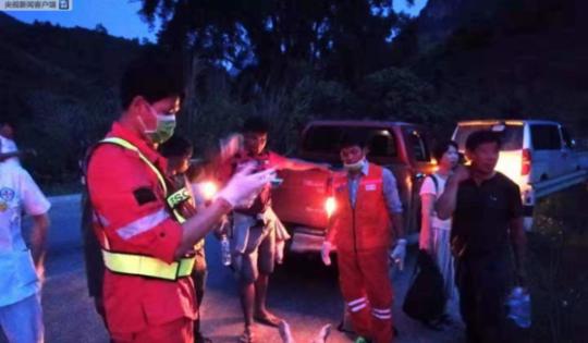 中国旅行团老挝遇车祸已致14死,中方死亡人数暂未确定