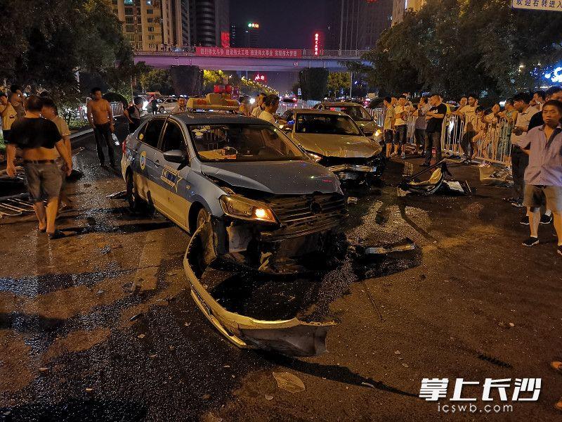 突发!凌晨芙蓉路浏城桥附近一辆奥迪连撞4车,肇事车主目前承诺处理