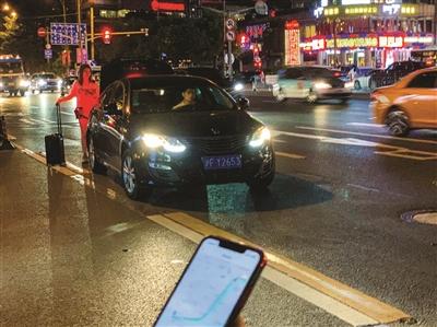 开网约车得本地户籍 网友质疑网约车、出租车监管双标