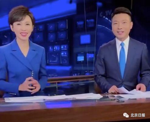 《新闻联播》主播手里的稿子长啥样?康辉和欧阳夏丹首度揭秘