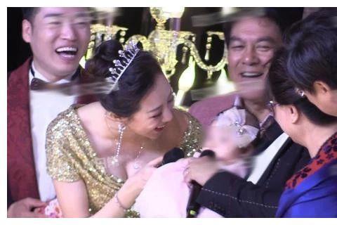 朱时茂儿子大婚老艺术家齐聚,刘晓庆显衰老,撒娇让陈佩斯喊小姑