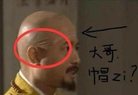 这个穿帮,这位少林寺的和尚戴的头套太明显了