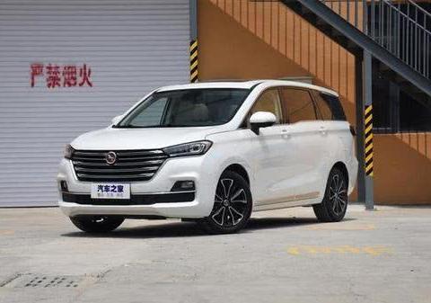 汉腾新车上市,有电动尾门和语音控制,起步不到八万块