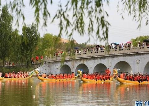 龙舟竞渡搅热初秋黄河畔