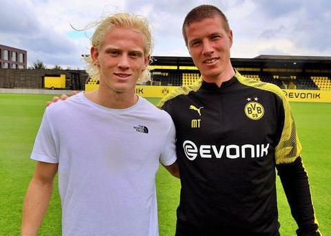 多特蒙德与冰岛19岁中场签约至2022年