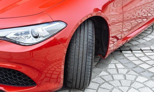 纯意大利进口,车标比BBA更局气,丐版就是6.6s破百,却不到30万