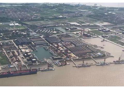 054A建造潮疑似停止!江南造船厂开足马力建造052D和055驱逐舰