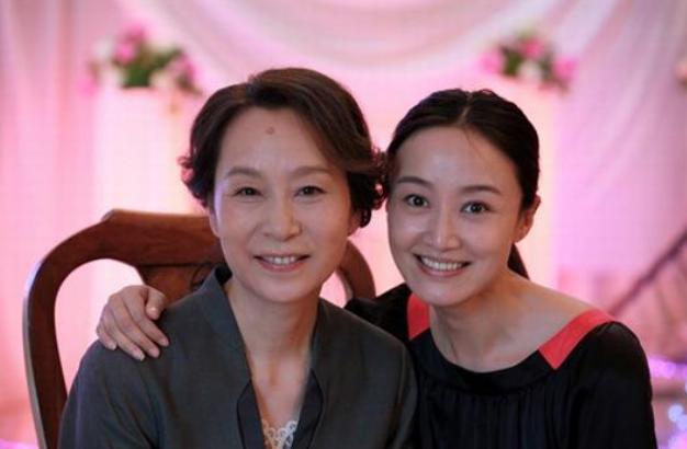 国家一级演员,高龄产子被嫌弃,离婚后至今单身,儿子是她的骄傲