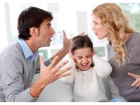 啃小族?童模三伏天穿羽绒服室外拍广告!家人:这是自家私事!