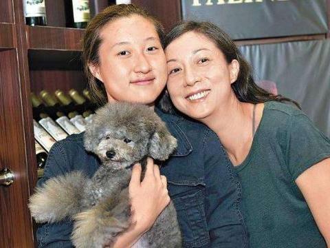 吴绮莉纪念恩师晒29年前选美夺冠照,高颜值的她而今因吴卓林苦恼