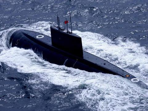 为什么潜艇在水面航速慢,而在水下却很快?这里告诉你原因