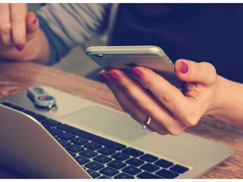 开学了,手机、笔记本电脑成了大学生的标配,你会给孩子配齐吗?