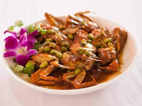 阳澄湖不止秋季的大闸蟹,还有塘鳢鱼和大片的油菜花