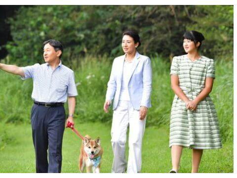 日本雅子皇后一家三口度假!18岁爱子公主不高贵,仪态输13岁王子