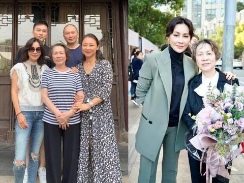 刘嘉玲罕见与妈妈合照,回苏州老家探望亲戚,侄子曝光很帅气