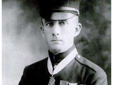 美军年近四旬勇士白刃单挑12名德国兵,获颁陆海军双重荣誉勋章