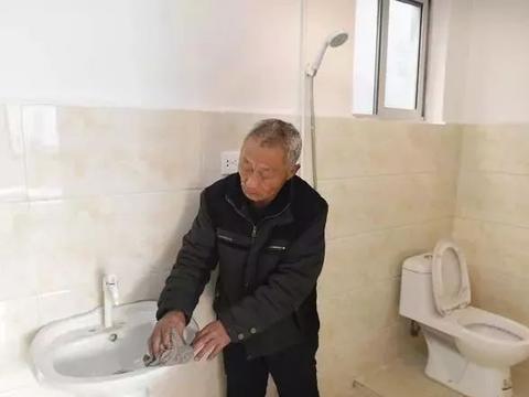 农村改厕一刀切,又是专家的馊主意!老农说,形式工程中看不中用