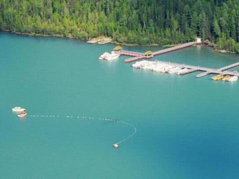 新疆湖泊又出现15米水怪,连专家都不敢靠近,村民一看笑了